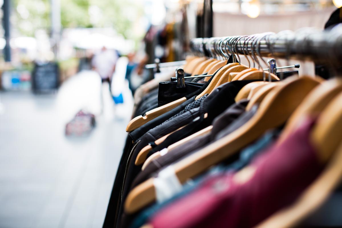 Organiseer een kledingruil party voor jouw oude kleding